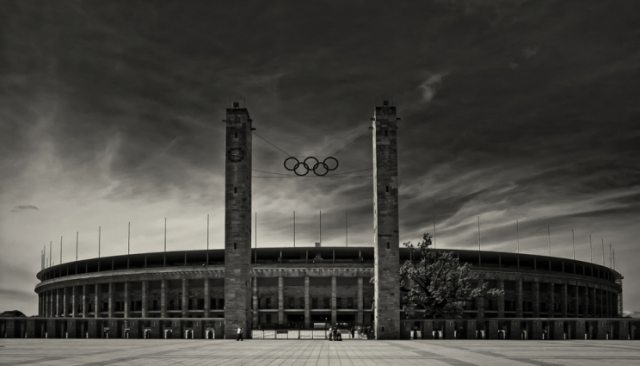 Berlin Olympiastadion Marathontor - Legends Report