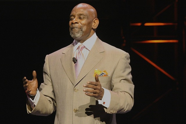 VIDEO - How Chris Gardner Went From Homeless Father to Millionaire