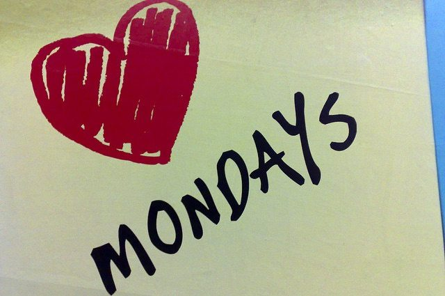 Simon Sinek - How You Can Start To Love Your Monday Mornings! 1