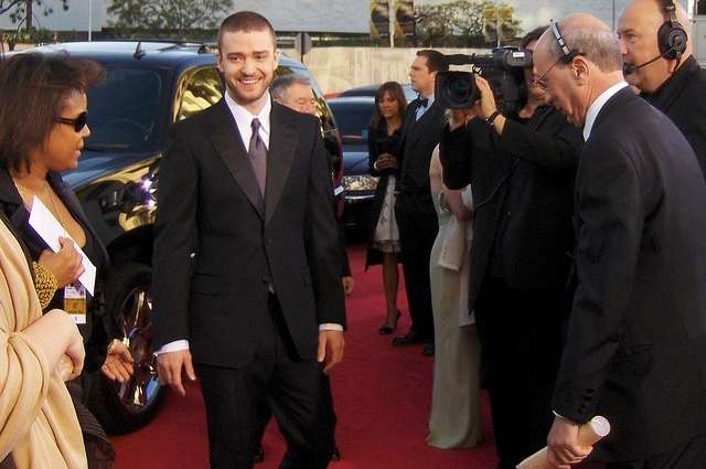 VIDEO Justin Timberlake - Stepping Outside His Comfort Zone